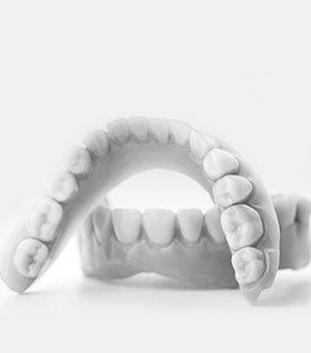 Ремонт зубных протезов изображение